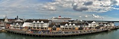 Town Quay, Southampton & Queen Mary 2. (Drive-By Photography - (2M Views!!)) Tags: townquay southampton solent quay boat ship ferry liner cunard queenmary2