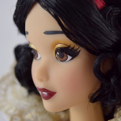 2017 D23 Snow White Limited Edition 17 Inch Doll - Disney Store Purchase - Deboxed - Standing - Tight Closeup Right Front View #4 (drj1828) Tags: d23 2017 expo purchases merchandise limitededition artofsnowwhite snowwhiteandthesevendwarfs snowwhite princess deboxed le1023