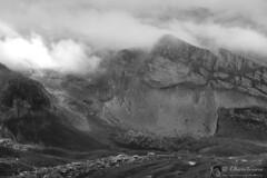 Val Maone, fascino del drammatico (bn) (EmozionInUnClick - l'Avventuriero's photos) Tags: gransasso blackwhite bn montagna valmaone