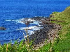 Giant's Causeway - Clochán an Aifir (lulythewitch17) Tags: travel stone oceano blue sea 60milioni unesco 40000 originevulcanica irlandadelnord antrim bushmills clochánanaifir giantscauseway selciatodelgigante