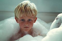 bathtime (kim groenendal) Tags: bathtime bath boy blond boys children childphotography kinderfotografie kinderen kinderfotograaf almere sop zeep water eyes ogen netherlands canon 85mm18 fotograaf