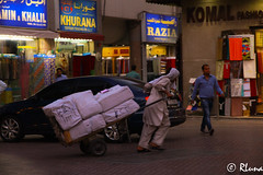 DUBAI: Mercado Textil (RLuna (Charo de la Torre)) Tags: emiratosárabes dubái abudhabi deira creek market zoco mercado especias azafrán safron árabe musulmán religión golfoarábigo asia oriente viaje vacaciones compras shopping photo instagramapp igers rluna rluna1982 flyemirates sharjah ajman alain souk madinatjumeirah dátil desierto