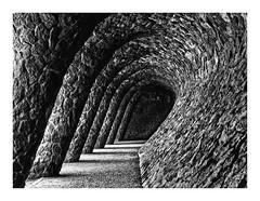 PARQUE GUELL  ( Barcelona ) (RAMUBA) Tags: parque güell barcelona españa blanco y negro black white
