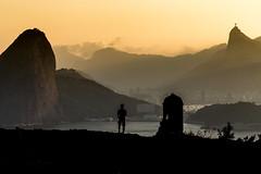 Forte São Luiz - Niterói - Rio de Janeiro (mariohowat) Tags: fortedopico fortesãoluiz canon6d canon sunset fimdetarde niterói riodejaneiro sugarloaf cristoredentor morrodopãodeaçucar natureza brasil brazil silhuetas pôrdosol