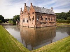 Castillo de Menkemaborg. Holanda.. (RosanaCalvo) Tags: groninguen holanda menkemaborg agua arquitectura castillo foso reflejos