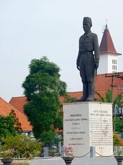 Monumen Jenderal Sudirman (Everyone Sinks Starco (using album)) Tags: surabaya eastjava jawatimur monumen monument patung statue generalsudirman jenderalsudirman
