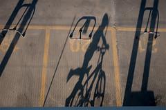 Giochi d'ombre (Max Short) Tags: cattolica rimini emiliaromagna romagna ombre shadows shadow ombra bambino child bycicle