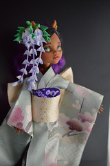 Monster High Wisteria Empress Akashi (5) 1:6 size doll. (Bright Wish Kanzashi) Tags: tsumami zaiku kanzashi silk dyed handmade tsumamizaiku tsumamikanzashi japanesetechnique flowers handdyed bespoke hanatsukuri цумами канзаши 簪子 instaart supportartists 手作り customorderswelcome etsyseller hairpin オーダーメイド 手染め ハンドメイド 伝統工芸 つまみ細工 簪 コーム ヘアアクセサリー brightwishkanzashi wisteria fuji purple bjd doll hairaccessory dollaccessory monsterhigh custom clawdeen 16size handmadekimonoandobi kimono obi
