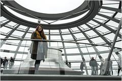 0620- MI GUIRI FAVORITA EN LA CÚPULA DEL REICHSTAG - BERLÍN - (--MARCO POLO--) Tags: cúpulas ciudades rincones arquitectura arte personas