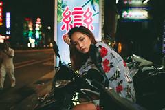 (Kevin .H) Tags: 台灣 台北 攝影 外拍 人像 女孩 taiwan taipei girl photography canon 5d2 5dii 35mm film 光影 夜拍 夜晚 night flashlight street