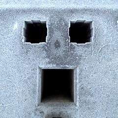 Schockgefrostet (schau_ma_da) Tags: flickr frost gesicht gesichter iphone quadrat sanktaugustin schaumada ständer stütze whatsapp zaun