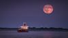 Mond Tanker (Andreas van Eikeren) Tags: mond vollmond mondaufgang schiff elbe cuxhaven alteliebe hafniarobson tanker