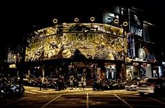 台中街景 Taichung Streetscape 263 (葉 正道 Ben(busy)) Tags: 台中街景 taichung streetscape 台中 街景 台灣 street taiwan golden goldˍstorefront night 夜景 shoeˍshop shoe shop