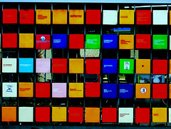 Boxed (Ed Sax) Tags: muster werbung design edsax blau rot grün gelb hamburg abstrakt stpauli heiligengeistfeld