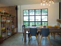 P7161144 (tatsuya.fukata) Tags: thailand samutprakan cafe coffeeshop organic buna food