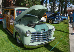 1951 Chevrolet Suburban (faasdant) Tags: 45th annual forest grove concours delegance 2017 pacific university campus classic car automobile show exhibition 1951 chevrolet suburban woodie slammed restomod