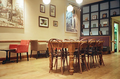 Caffè Nero (srgpicker) Tags: 35mm 400 f²400 analog england f2400 film iso400 liverpool lomography mjuii olympus analogue table cafe caffe centrofuji μmjuii mesa cafeteria nero