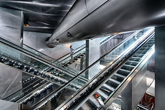 Garibaldi 7 (isnogud_CT) Tags: garibaldi statione bahnhof neapel italien mann rolltreppe treppe ubahn underground metall