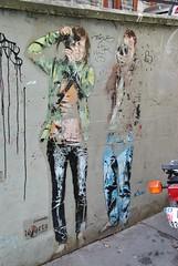 Lézarts (emilyD98) Tags: street art insolite paris urban exploration rue mur wall city ville lézarts graffiti personnages photographes graff