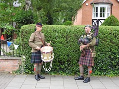 Bag piper (Artybee) Tags: 1940 woodhall spa weekend reenactment lincolnshire bagpipes drum kilt scotland