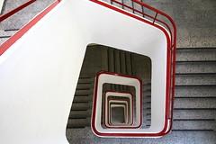 Candy canes (Elbmaedchen) Tags: staircase treppenhaus stairs stufen berlin architektur architecture lines curves geländer railing downstairs candycanes fehrbellinerplatz