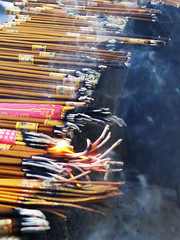 Burning Faith (Pavlov'sDog) Tags: shanghai china saumerio fire smoke humo incienso templo buda budismo budha religion sagrado burning quemandose quemar prender fuego temple