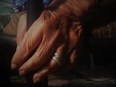 Das mãos do tempo (Jô Stella) Tags: mão mãos mulher velhice tempo idosa amor