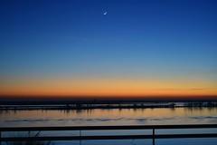 Morning is coming (emanuelzalazar) Tags: 早上 月 太阳 黎明 罗萨里奥 parana 河 rio rosario city amanecer dawn sol sun moon night morning mañana