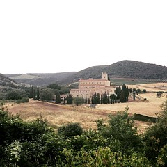 Sant'Antimo Abbey! A place where you can find the peace of senses! 😍👍 #like #follow #borghetto #castelnuovodellabate #montalcino #tuscany #italy #travel #discover #enjoy #santantimo #myworld (borghettob) Tags: like follow borghetto castelnuovodellabate montalcino tuscany italy travel discover enjoy santantimo myworld