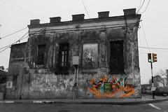 Graffiti on a old house. (crisfin12) Tags: house edificio building olding old norse architecture plazaartigas arquitectura oldarchitecture photography photo photographers photographersuruguay instagram photoshop cc flickr