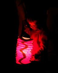 L'enfant au lampion.... (LILI 296...) Tags: enfant lampion lumière rouge noir canonpowershotg7x