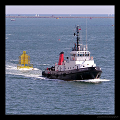 On tow.............I have no idea? (PAUL Y-D) Tags: sdforceful tug towing plymouthsound
