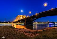 Nijmegen, Waalbrug @bluehour (nldazuu.com) Tags: waalbrug bluehour blauweuur burgerlijkeschemering waal water gelderland brug avondfotografie rivierdewaal nijmegen nldazuufotografeertcom blauwekwartier davezuuring 4daagse vierdaagselopers wandelvierdaagse rivier dewaal walbrug bridge