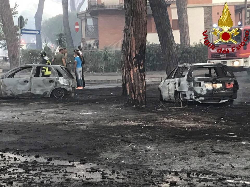 Ancora fiamme a Marina di Grosseto: sei auto colpite da un incendio