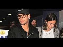 Bruna Marquezine e Neymar surgem com anéis iguais e fãs questionam: 'aliança?' (portalminas) Tags: bruna marquezine e neymar surgem com anéis iguais fãs questionam aliança