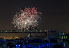 fireworks-in-the-old-port-by-eva-blue-01_35199051784_o (The Montreal Buzz) Tags: fireworks feuxdartifices oldport vieuxport montreal evablue