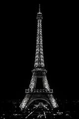 Torre Eiffel (Tilson Labbé V.) Tags: torreeiffel paris francia arquitectura light blackandwhite blancoynegro cityscape city iloveparis