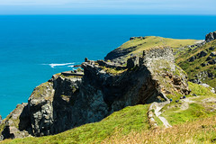 Tintagel Castle sitting proudly on the rock edge. (Geordie_Snapper) Tags: canon5d3 canon70200mmf4islusm canon2470mm cornwall delabole june landscape summer tintagel tintagelcastle