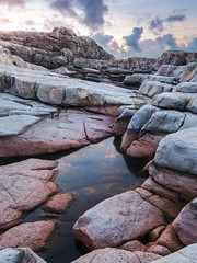 粉紅石水池 Pink rock puddle (Y.P. Jhou) Tags: 龍洞岬 台灣 旅遊 風景 日出 岩石 地質 水池 taiwan rocks puddle pink geology landscape sunrise travel longdong headland
