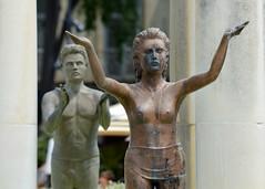 Qu'est ce que j'ai fais pour mériter un mec pareil (maxguitare1) Tags: statue estatua statua nîmes france nikon lasourcedel'etoile gard fontaine fontana fountain fuente