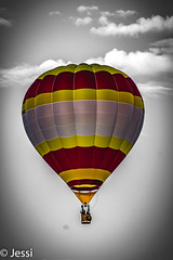 a patch of color (Felicis_Flower) Tags: hotairballoon heisluftballon balloon ballon bunt colorful grell gelb yellow rot red sky himmel clouds wolken