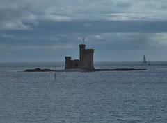 St Mary's Isle (metrogogo) Tags: towerofrefuge conisterrock stmarysisle isleofman douglasbay irishsea sailing sailingboat reef