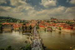 Praga desde la Torre (Trintxerpetarra) Tags: praga moldava malastrana cielo río castillo republicacheca puente puentedecarlos viajes europa