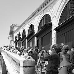 55i60617 (photo & life) Tags: italia italie ville city venise street streetphotography humanistphotography photography photolife™ noiretblanc blackandwhite fujifilm fujinon fujinonxf14mmf28r 14mm squareformat squarephotography jfl europe people