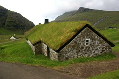 Old farm house (Jaedde & Sis) Tags: farm house building old stone grass roof saksun eyesteroy føroyar challengefactorywinner thechallengefactory friendlychallenges perpetualwinner damn 15challengeswinner faroes flickrchallengewinner flickrchallengegroup