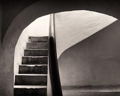 Stairs, Casa de Ignacio Allende (Erik Pronske) Tags: mexico banister monochrome rail sepiatone historic sanmigueldeallende guanajuato casadeignacioallende staircase architecture museohistóricodesanmigueldeallende wall sepia black hall mx
