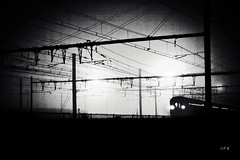 (B.jf) Tags: nuit train obscur sombre gare