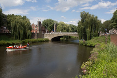 Den Bosch - Wilhelminabrug (grotevriendelijkereus) Tags: den bosch hertogenbosch city town stad centrum center noord brabant holland netherlands nederland bridge brug moat gracht water kanaal canal arch boog
