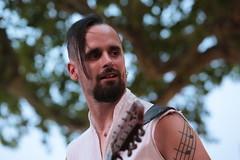 La musique dans la peau (Pi-F) Tags: lesarcs provence médiévale fête représentation musique tatouage homme mucisien guitare