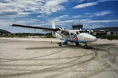 Twin Otter, Barra Airport (Tom Willett) Tags: barra scotland twinotter plane beach loganair airport gbvvk dhc6300 flybe dehavilland hebridies outerhebrides traighmhor